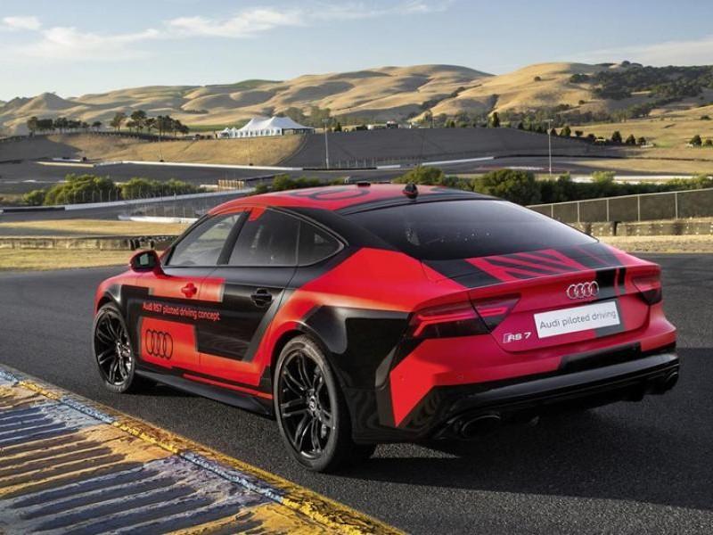 Audi RS7 Robby вид сзади
