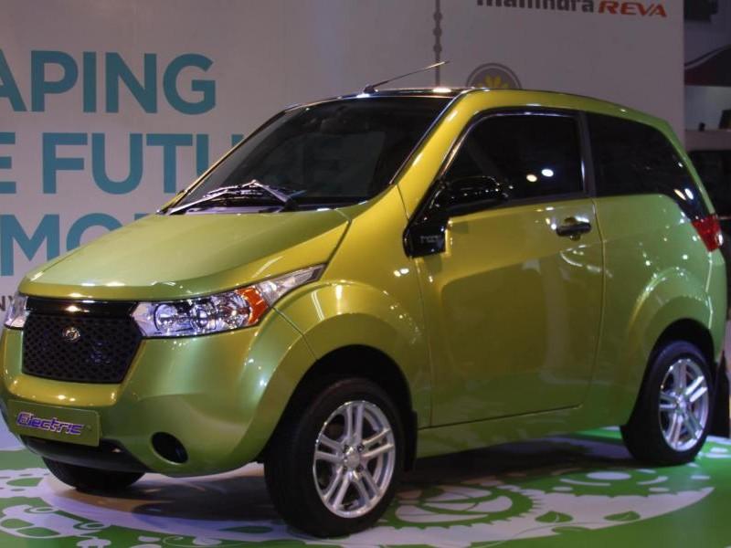Зеленый электромобиль Mahindra E20