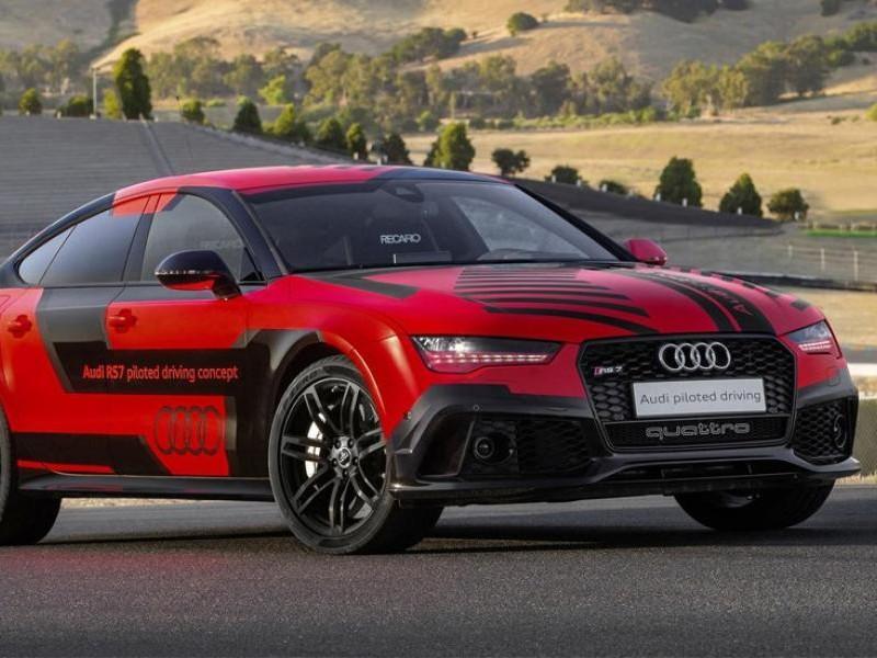 Красный Audi RS7 Robby