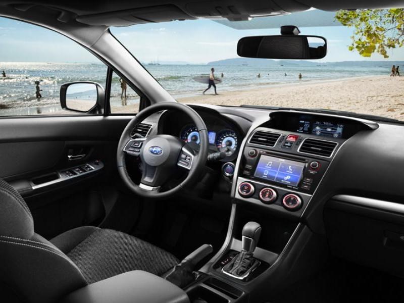 Салон, руль, консоль кроссовера Subaru XV 2015