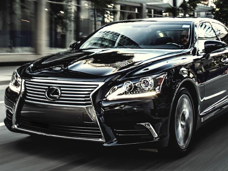Седан Lexus LS 2015