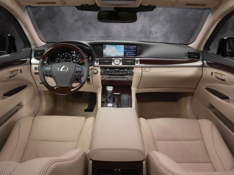 Бежевый интерьер Lexus LS 2015