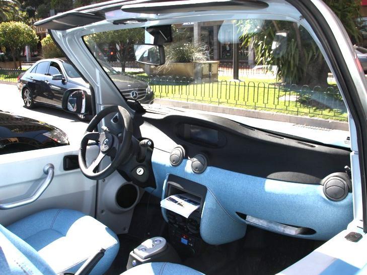 Интерьер электромобиля Citroen Bollore BlueSummer