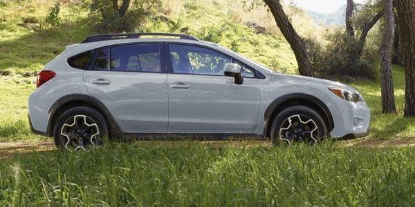 Кроссовер Subaru XV 2015 вид сбоку