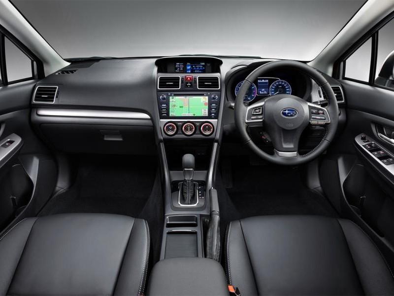 Черный салон, руль, консоль Subaru XV 2015