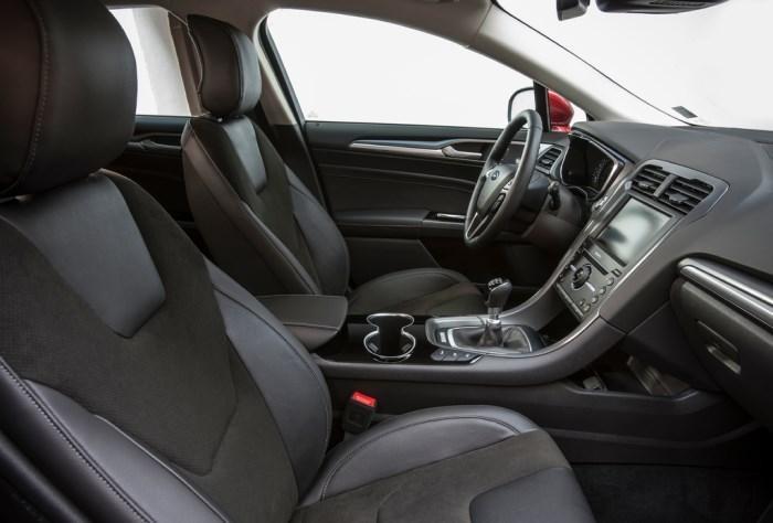Передний ряд сидений Ford Mondeo 2015