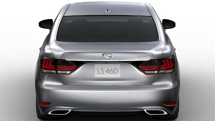 Серебристый Lexus LS 2015 вид сзади
