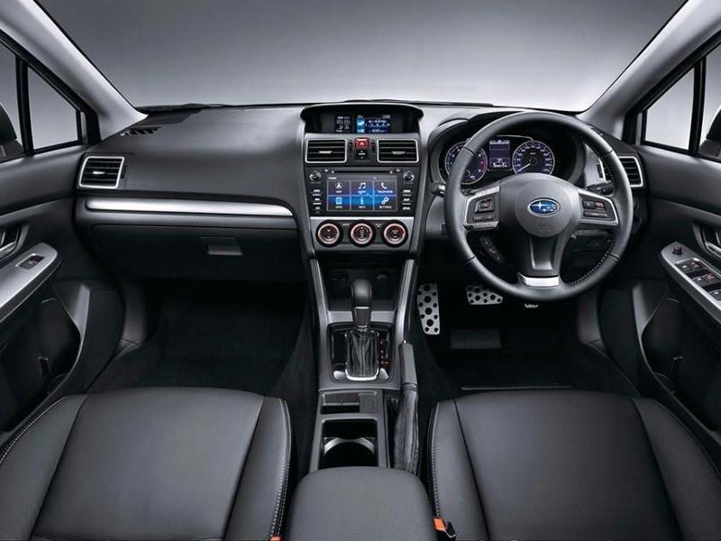 Интерьер кроссовера Subaru XV 2015