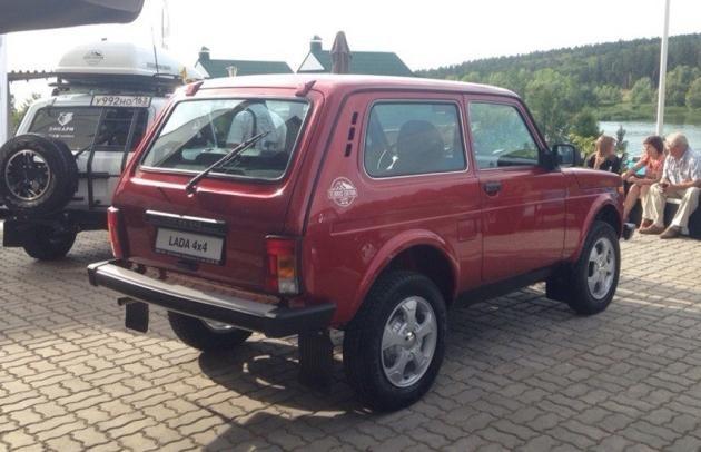 Красный Lada 4x4 Elbrus Edition