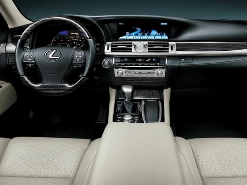 Интерьер Lexus LS 2015
