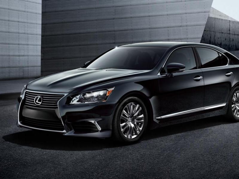 Черный Lexus LS 2015