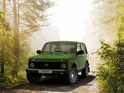 Зеленый внедорожник Lada 4x4 Elbrus Edition
