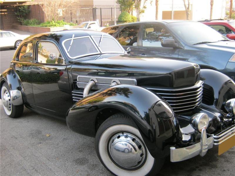 Черный купе Auburn Cord 810