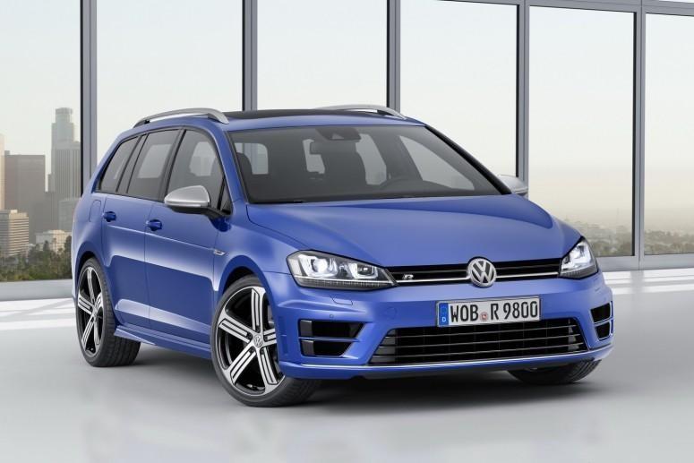 Синий универсал  Volkswagen Golf R, вид спереди