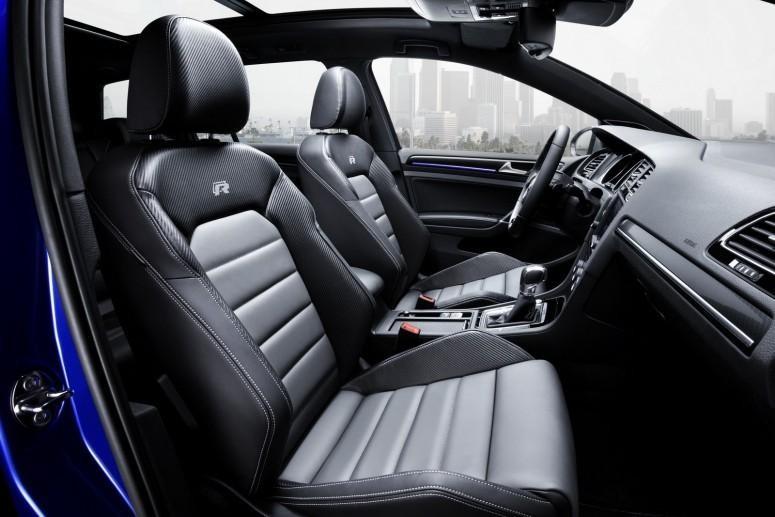 Интерьер универсала  Volkswagen Golf R