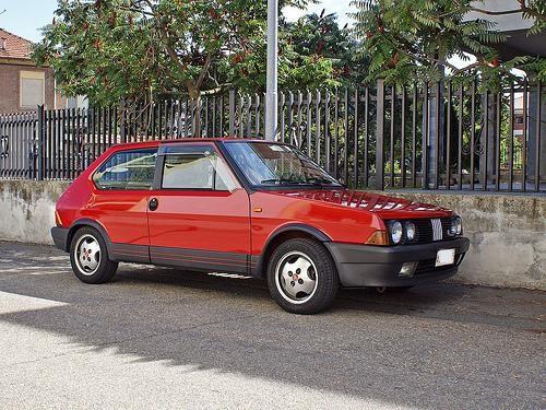 Красный хэтчбек Fiat Ritmo 130 TC Abarth