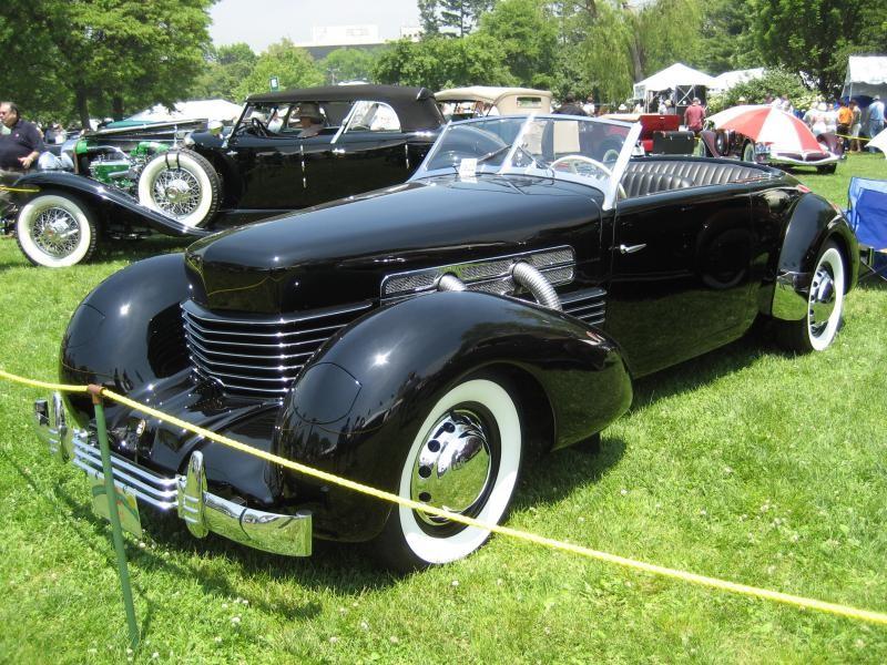 Черный Auburn Cord 810