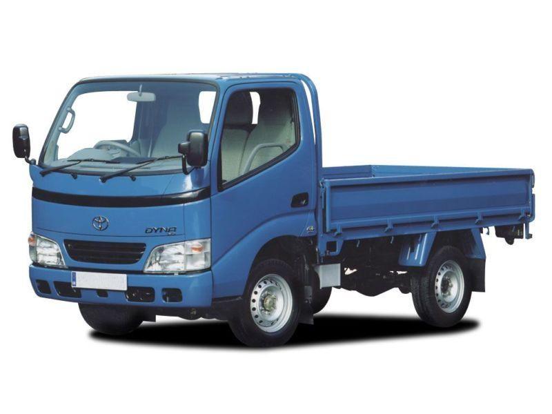 Синий грузовик Toyota Dyna