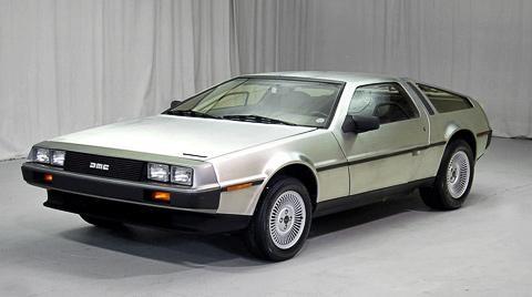 Серебристый  DeLorean DMC-12