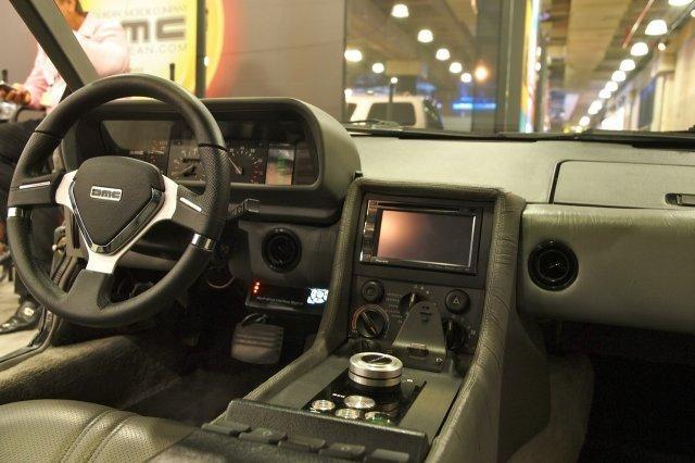 Руль, консоль, приборная панель DeLorean DMC-12