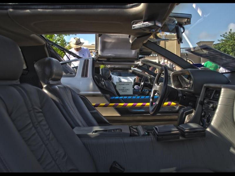 Интерьер купе  DeLorean DMC-12