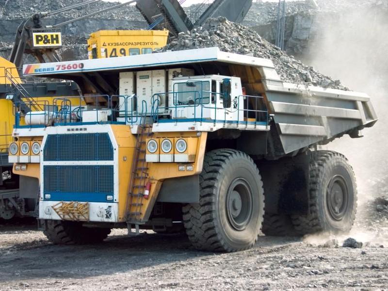 БелАЗ-75601 карьерный самосвал