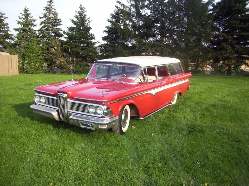 Красный Edsel Villager 1958