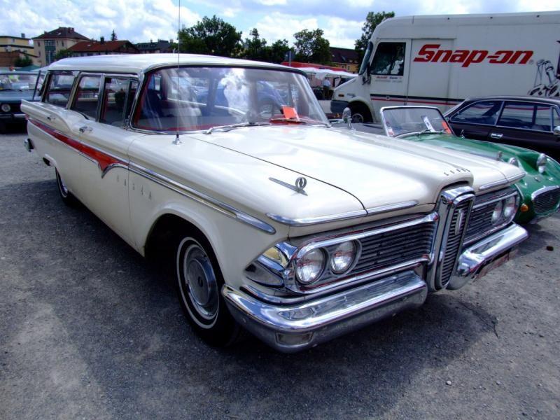 Бежевый Edsel Villager Wagon 1959 вид спереди