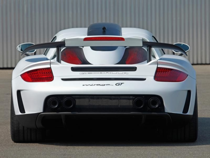 Белый Gemballa Mirage GT вид сзади