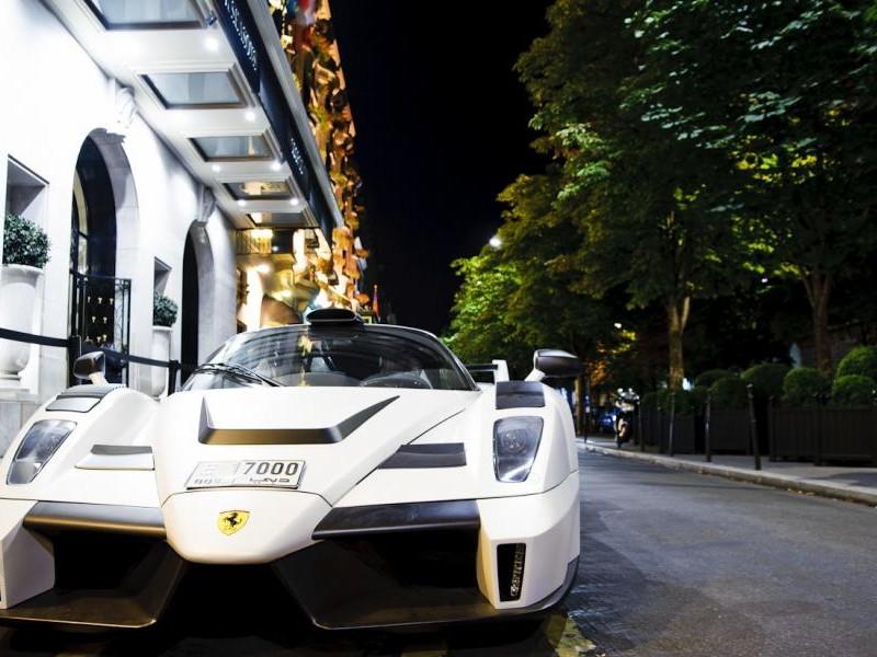 Белый Gemballa MIG-U1 (Ferrari Enzo), вид спереди