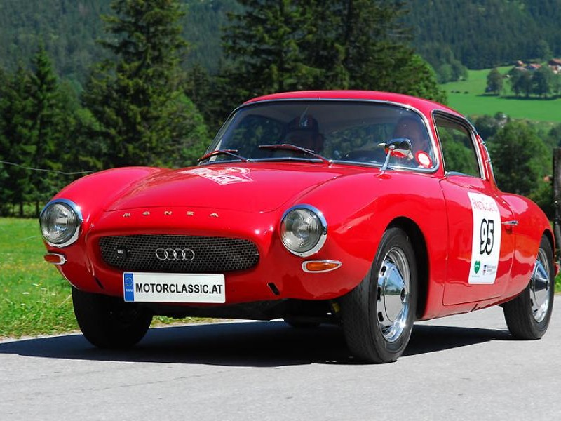 Красный купе DKW Monza вид спереди