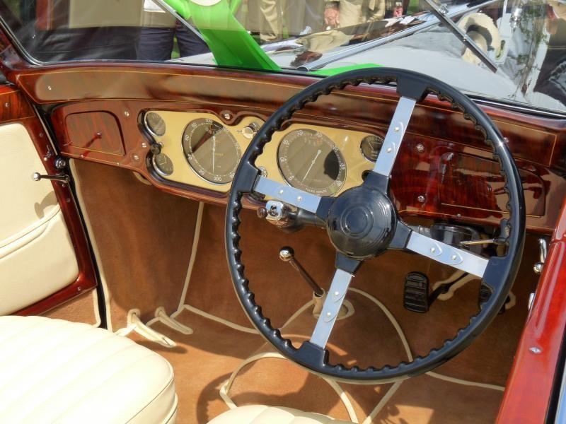 Руль, приборная панель Delage D8-120