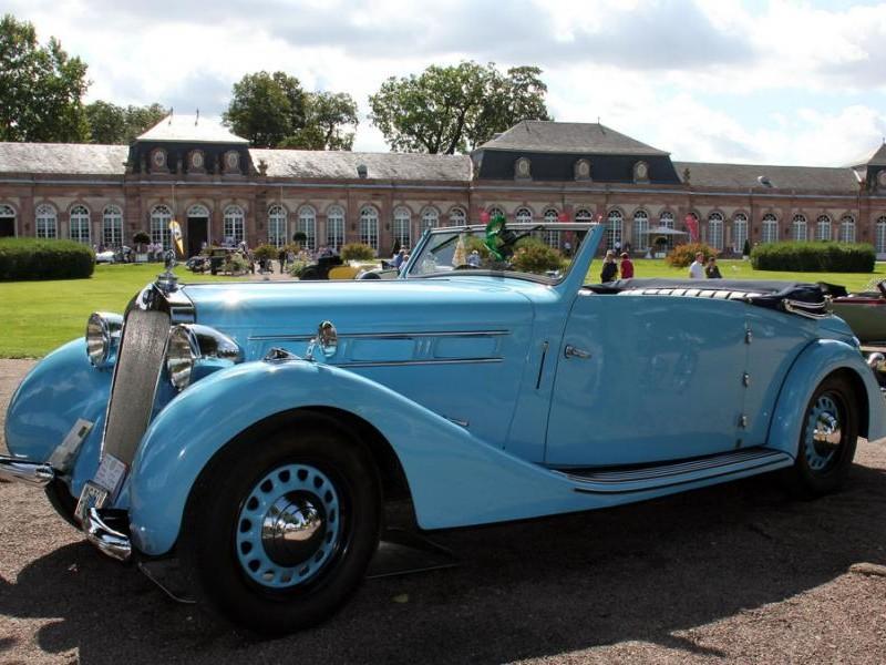 Синий кабриолет Delage D6 вид сбоку