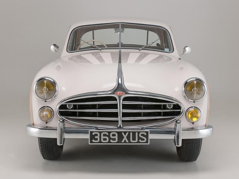 Белый Delahaye 235MS Coupe 1953 вид спереди