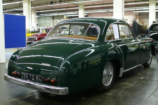 Зеленый Delahaye 235MS Coupe 1953 вид сзади