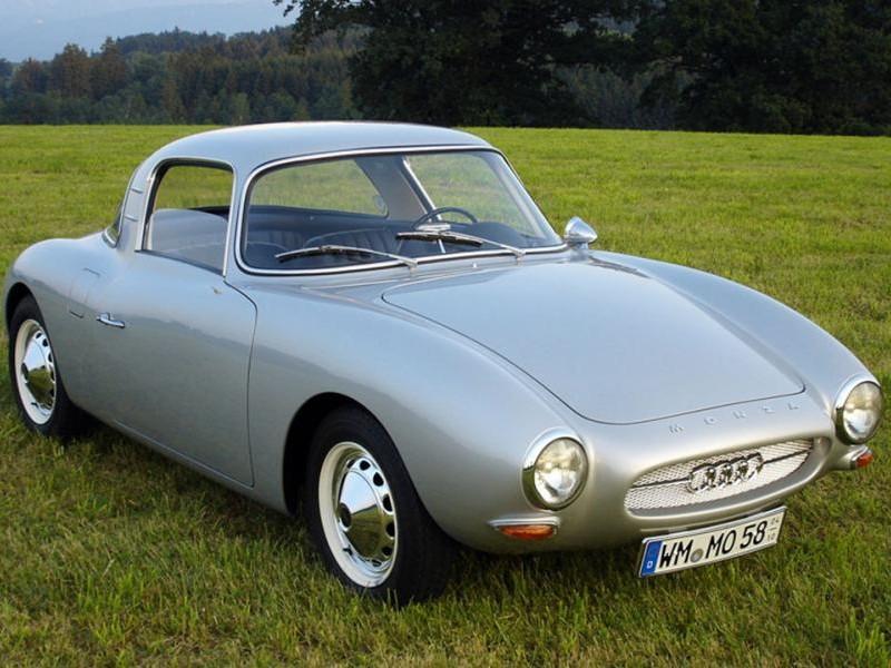 Серебристый купе DKW Monza