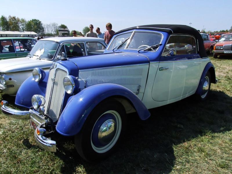 Синий купе DKW F8-700
