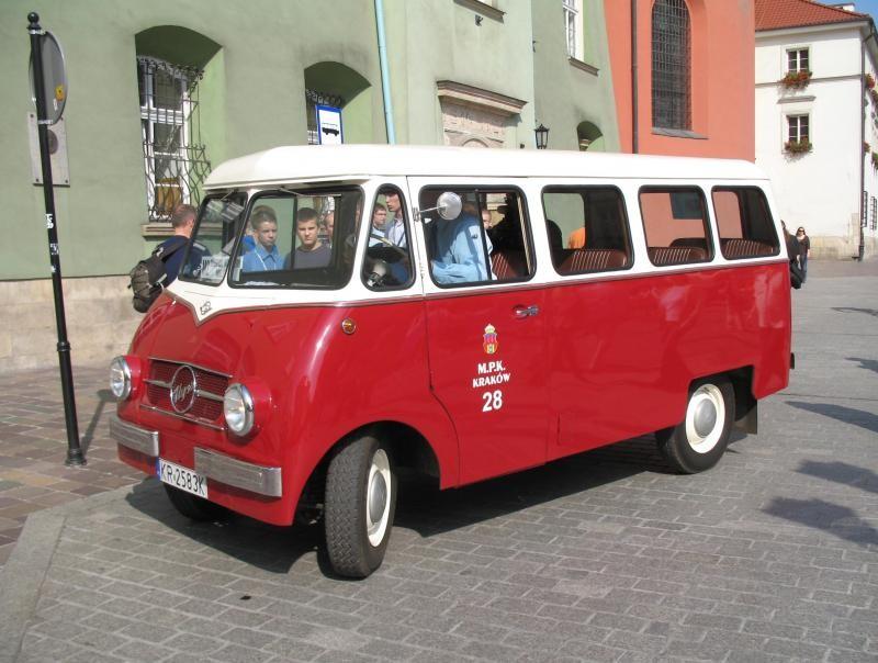 Красный микроавтобус Nysa N61