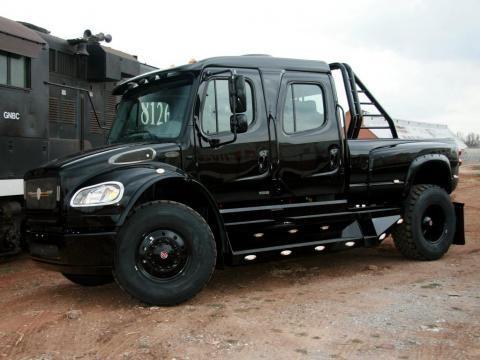 Черный Freightliner M2 Business Class