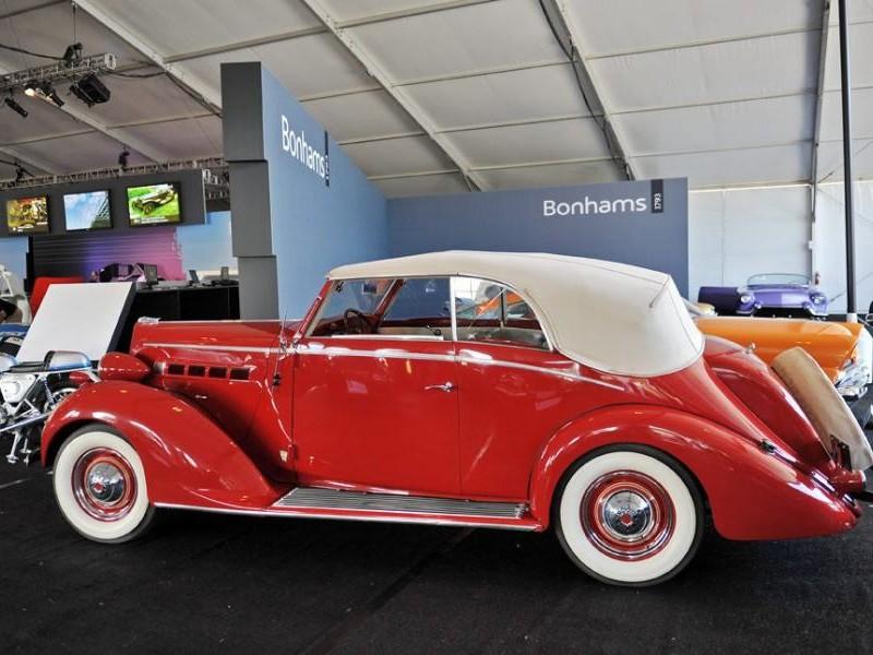 Красный Packard 115 Touring Sedan вид сбоку