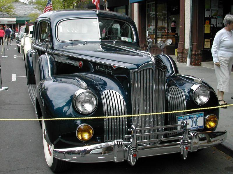 Зеленый Packard 115 Touring Sedan вид спереди