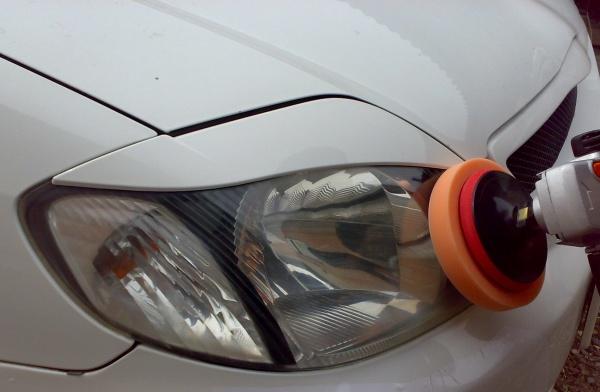 Полировка стекол фар автомобиля своими руками