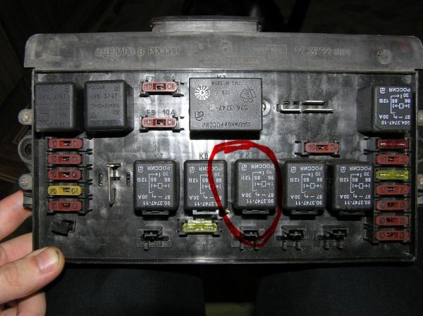 снимаем наконечник провода с датчика