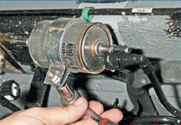 Замена топливного фильтра на Приоре