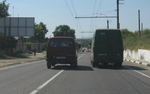 Правила дорожного движения - что не запрещено то разрешено? Пересечение направляющего островка