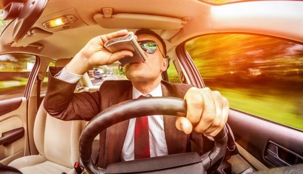 распитие алкогольных напитков за рулем