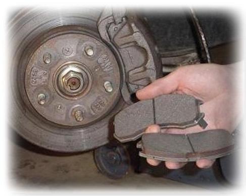 Замена передних тормозных колодок своими руками
