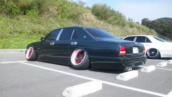 колёса выставлены самым нелепым образом