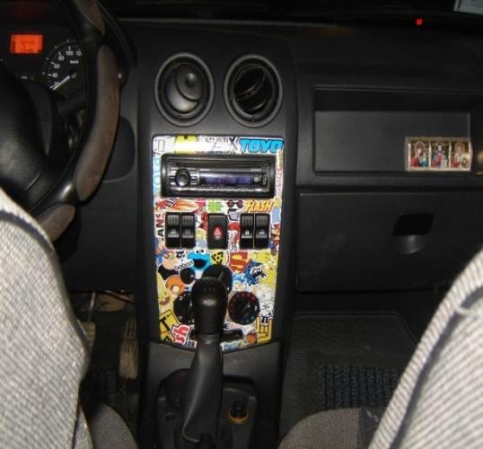 наклейка стикербомбинга на авто