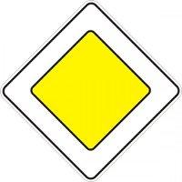 знак главная дорога со знаком стоп